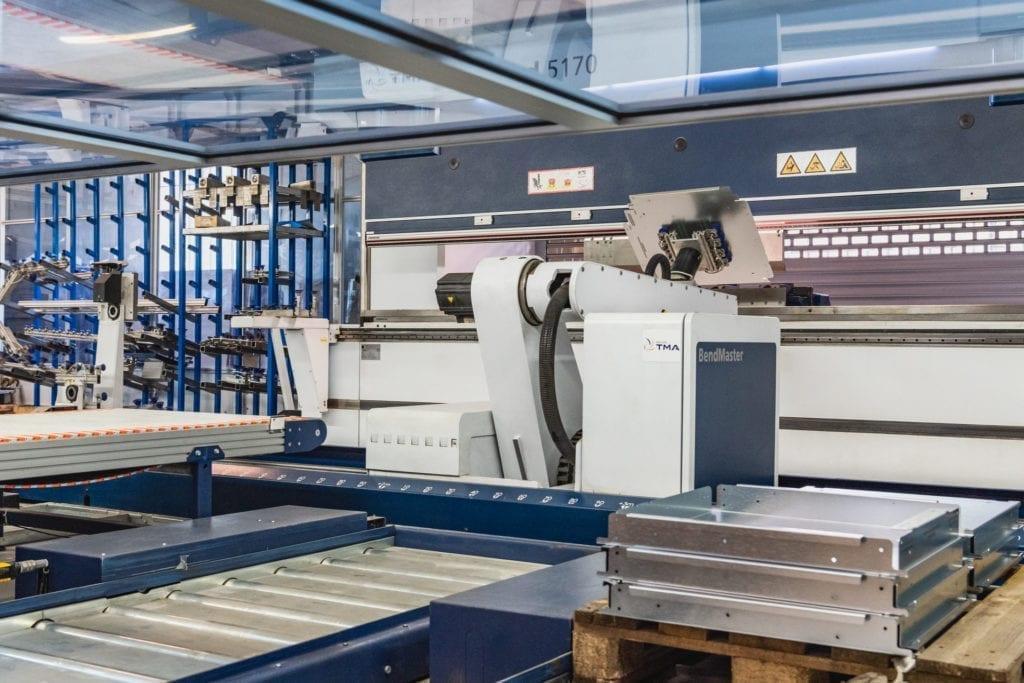 metal folding robot